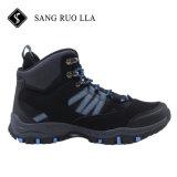De nieuwe Laarzen die van de Enkel van de Besnoeiing van Mens van de Aankomst Waterdichte Hoge Schoenen wandelen