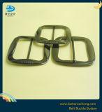Gunmetalの終わりの革バックルが付いている西部の金属のベルトの留め金