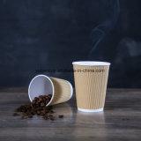 Taza negra caliente del papel de empapelar de la ondulación del café 8oz con la tapa