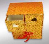 Boîte-cadeau de fantaisie de carton avec la bande