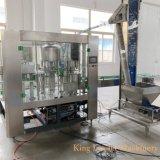 Beber água mineral engarrafada pequena fábrica de engarrafamento de Enchimento