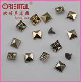 Ribattino del metallo della lega a forma di piramide