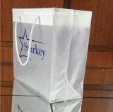 カスタムHDPE/LDPEの穿孔器のハンドルによって印刷されるギフトのゆとりのプラスチックショッピング・バッグ