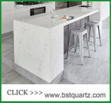 Het Marmer dat van Nuvo van Statuario de Plak van de Steen van het Kwarts voor Keuken kijkt