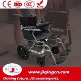 セリウムが付いている電動車椅子を折っている高力ライト級選手