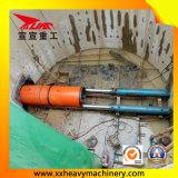 Kleines Untergrundbahn-Abzugskanal-Rohr, das Maschine hebt