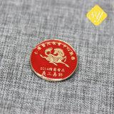 中国の製造者の安い金属のブリキの折りえりPin