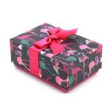 De lege Roze Doos van de Gift van het Karton met Zijde