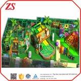 Patio de recreo al aire libre chicos bola suave de bosque del parque de juegos