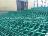 緑PVCは溶接された3Dフォールドのヤードのガードフェンスの金網の塀に塗った