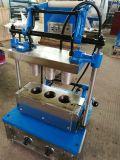 Cono de helado de la máquina con moldes de 4