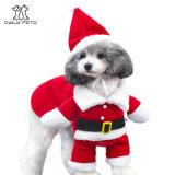 L'animal familier de Noël vêtx des vêtements de costume pour des crabots et des chats