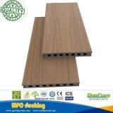 Decking en plastique en bois conçu Temps-Résistant du composé WPC de décoration avec différentes graines en bois
