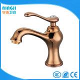 Faucet frio da torneira de água quente do projeto de cristal dourado de Rosa