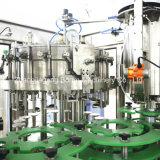 自動びん詰めにされた炭酸水生産ライン