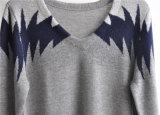 長い袖によって模造されるV首のプルオーバーの人のセーター