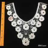 여자 의복 Hml8611 공장 판매 대리점을%s 백색 꽃 및 그물 패턴을%s 가진 고리 레이스 손질의 둘레에 세련되는 38*35cm 형식 폴리에스테에 의하여 뜨개질을 하는 고품질