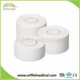 白い綿の酸化亜鉛の通気性の付着力のスポーツテープ