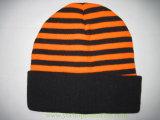 100%のアクリルのストリップの袖口の帽子の冬の帽子は帽子によって編まれた帽子を編んだ
