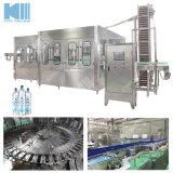 / Mineral embotellada El agua pura, la producción de maquinaria