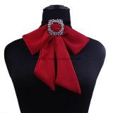 Halsband van de Tegenhanger van de Kraag van de Verklaring van de Nauwsluitende halsketting van de Keten van de Vlinderdas van de Hyperbool van de Vrouwen van de manier de Europese en Amerikaanse Ruige (EN06)