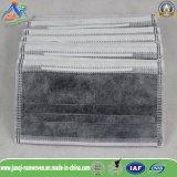 Betätigte Kohlenstoff-Atemschutzmaske mit N99 Vliesstoff des Filter-4ply