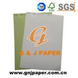 Carte de couleurs de qualité supérieure dans la feuille de papier pour impression
