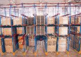 Unidade de Serviço Pesado em paletes no Depósito para equipamento