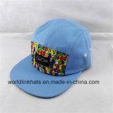 カスタムパターンはパッチのラベルが付いている5つのパネルの帽子のキャンプの帽子を印刷した