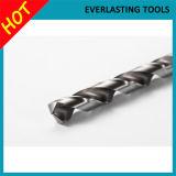 Perçage en métal de morceaux de foret de torsion de m2