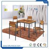 ホームダイニングテーブルセットまたは食堂の家具か木のダイニングテーブル