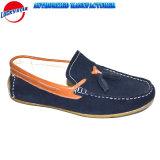 Nieuwe Comfortabele Mensen die Schoenen drijven