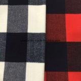 El cepillo comprueba la tela de las lanas con minuciosidad