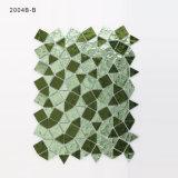 手の切断のBacksplashのタイルの緑および黒いクリスタルグラスのモザイク