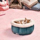 Suave cama perro pequeño.