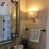 現代ホテル屋内部屋の鋼鉄枕元の壁ランプ