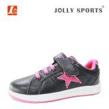 La mode neuve d'enfants folâtre les chaussures de course pour des filles de garçons de gosses