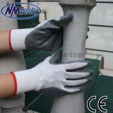 Gant gris enduit de travail de main de nitriles de paume en nylon de Nmsafety