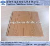 Los paneles de la pared y de techo del PVC que hacen la máquina
