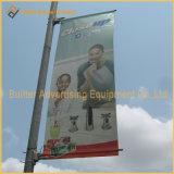 印の定着液(BS01)を広告している金属の街灯ポーランド人
