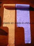 Sacchetti di plastica dei rifiuti su rullo
