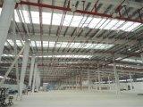 Светлый стальной сарай мастерской здания конструкции
