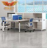 우리를 가진 현대 사무실 비서 책상
