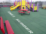La sicurezza scherza il campo da giuoco e le stuoie di gomma del pavimento di ginnastica