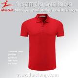 Modèle libre de Healong vêtant tout logo toute chemise de polo de couleur