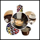 Llenado de cápsulas de café y el sello de la máquina
