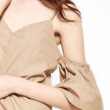 V-Cuello delgado atractivo de lino de muy buen gusto de las mujeres de la manera de la alineada del resbalón del hombro