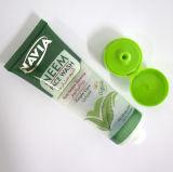 顔の洗剤のフリップ上の帽子が付いている包装の管の化粧品の容器