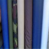 衣服ファブリックを行間に書き込み、並べる平野によって編まれる衣服のアクセサリファブリック