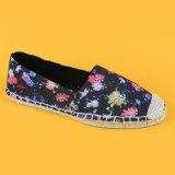 La stampa Balck del fiore delle donne pompa le scarpe di tela per la signora